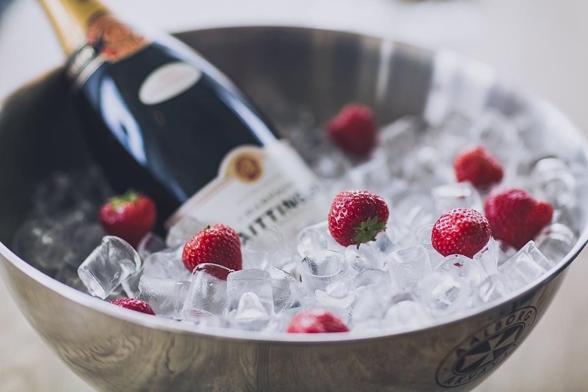 Champagne och jordgubbar. Det lilla extra på Smögens Hafvsbad, alla hjärtans dag på smögen