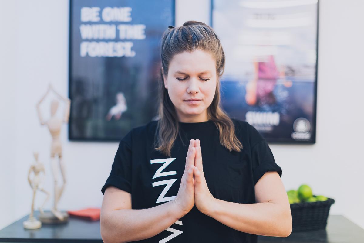 Kvinna mediterar pa VANN Spa