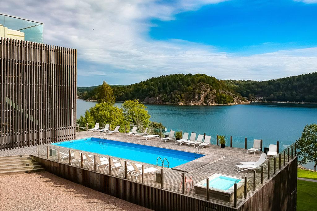 Utomhuspool och utsikt över Gullmarsfjorden Vann Spa Hotell och Konferens - Spahotell i Bohuslän